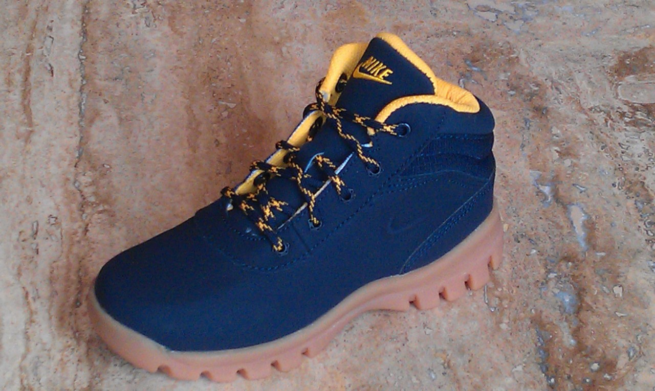 hot sales 0f366 eb8bd Image is loading Nike-Mandara-GS-PS-Junior-Kids-Boots-UK-