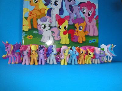 My Little Pony Friendship is Magic My Busy Book with 12 mini figurines New