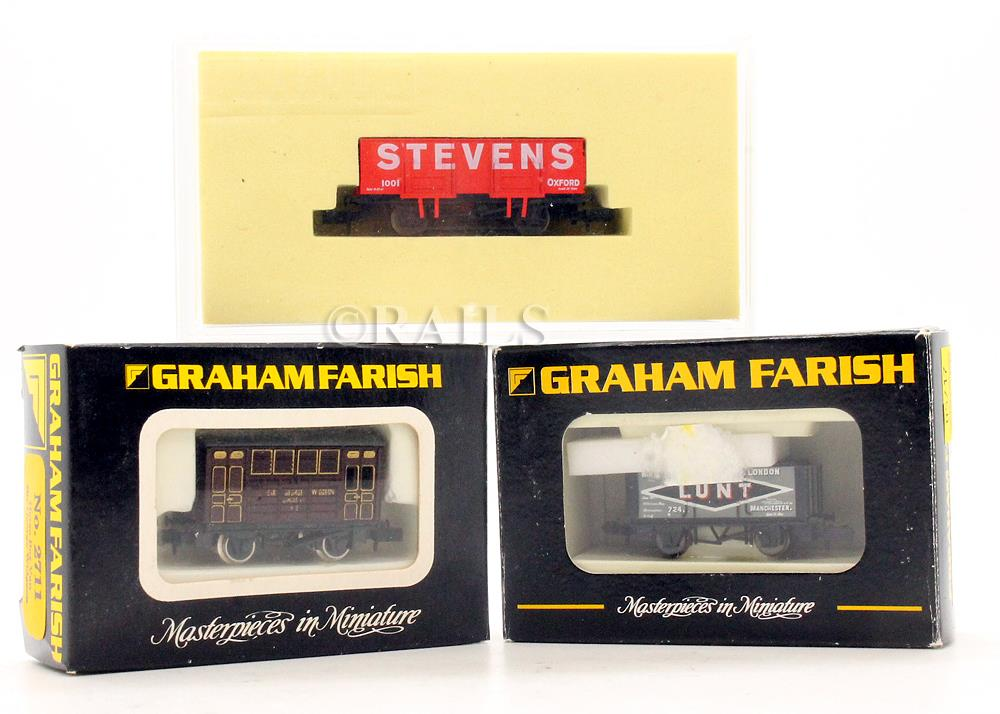 GRAHAM FARISH & DAPOL 'N' GAUGE PAIR OF OPEN WAGONS + HORSE BOX VAN 4M