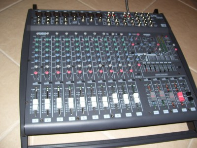 yamaha emx 2000 powered mixer with case ebay. Black Bedroom Furniture Sets. Home Design Ideas