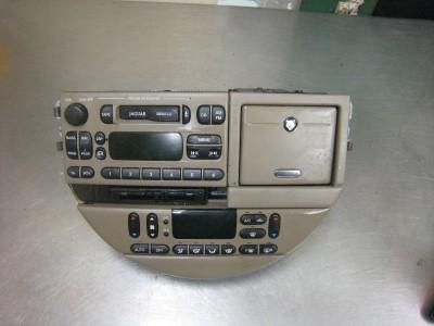2000 Jaguar s Type Center Dash Radio and AC Control Unit Complete
