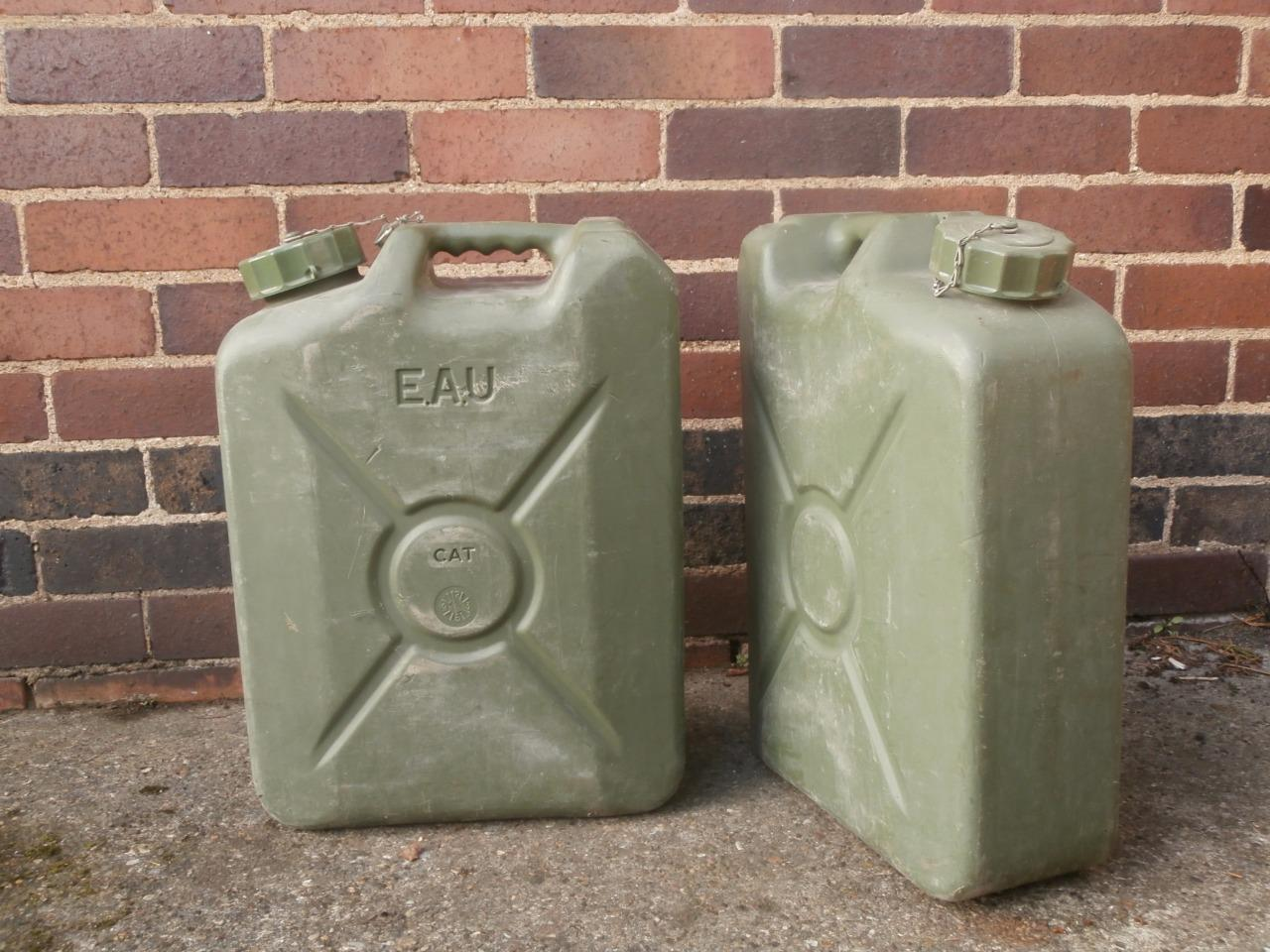 Petrol Prices In France >> French Military 20L Jerry Can Army Water Petrol Diesel Hardened Plastic 20 Litre | eBay