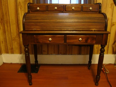 Ethan Allen Antiqued Old Tavern Pine Collection Roll Top
