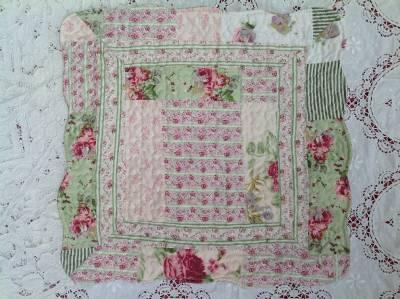 babydecke krabbeldecke quilt patchwork kissenh lle shabby chic rosen 85 x 110 ebay. Black Bedroom Furniture Sets. Home Design Ideas