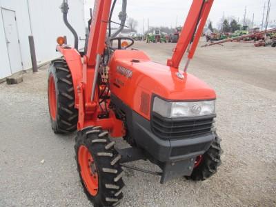 Kubota L3400 4x4 Compact Tractor with LA463 Loader