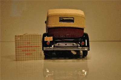 Franklin Mint 124 Scale, 1932 Ford V 8   Bonnie & Clydes Car
