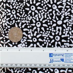 AUSTRALIAN ABORIGINAL ART QUILT FABRIC WATERHOLE /& SEEDS WHITE by FQ or METRES