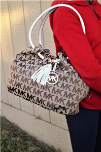 bcdab3192bd8f0 Description. PERFECT GIFT FOR ANY SPECIAL OCCASION. NWT Michael Kors ring  tote Beige White medium ew Signature Monogram Jacquard