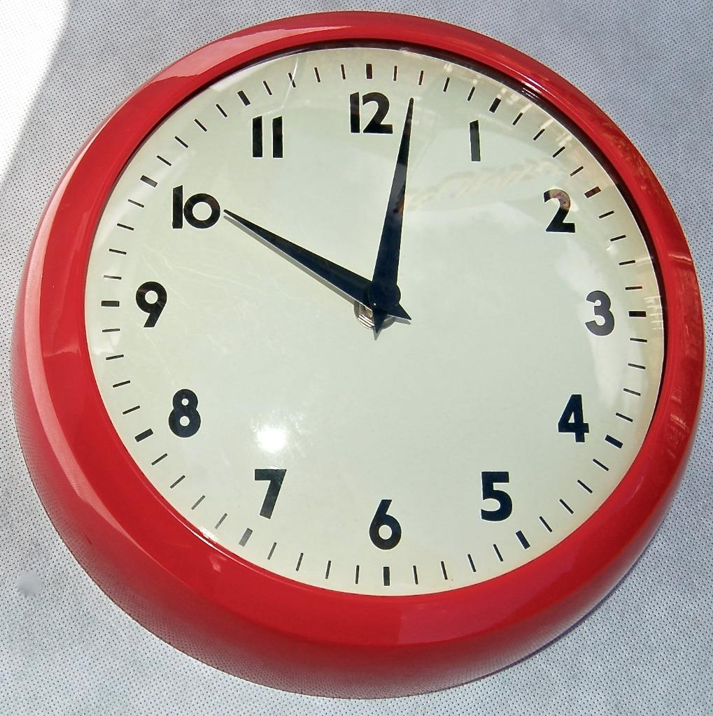 RETRO KITCHEN WALL CLOCK. RED. 5027455376820