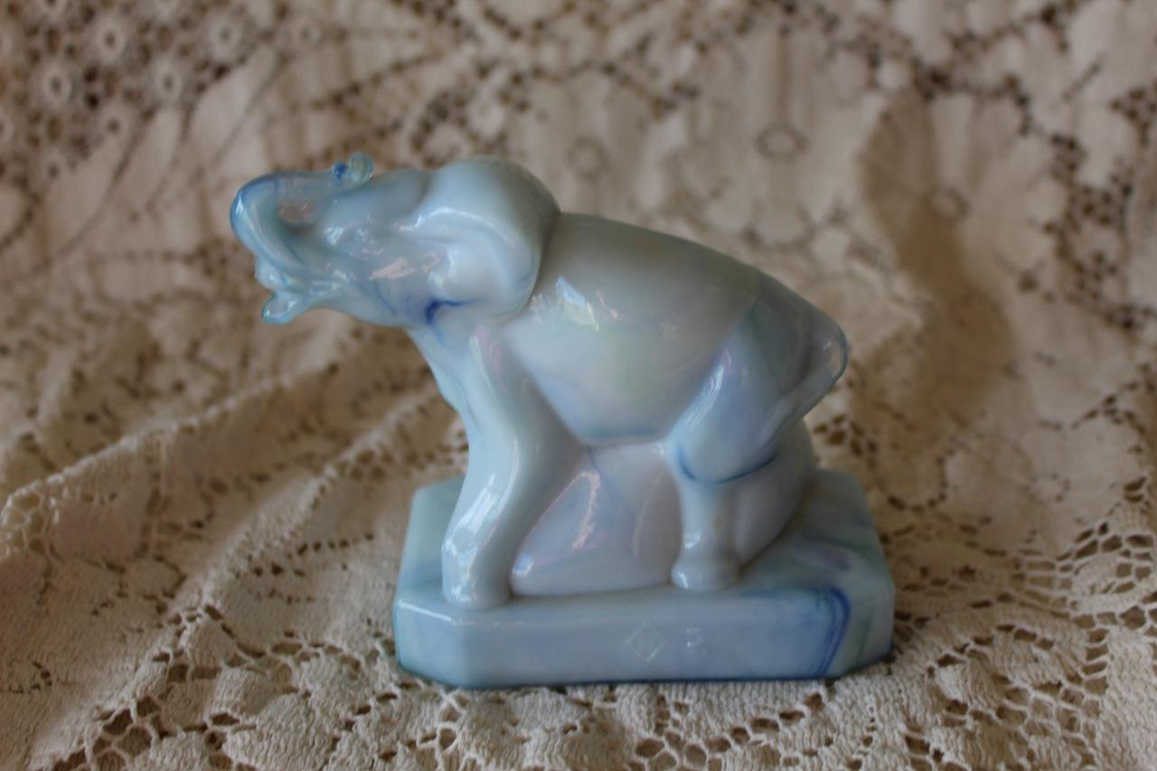 Retired-Boyd-Glass-ZACK-THE-ELEPHANT-18-December-Swirl-Figurine-12-20-82 thumbnail 1