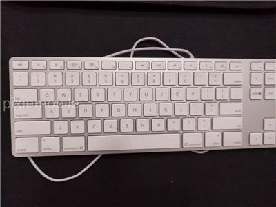 for repair genuine oem apple wired keyboard with numeric keypad mb110ll b 885909511990 ebay. Black Bedroom Furniture Sets. Home Design Ideas