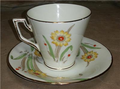 Imari Trio Teacup Saucer /& Plate Delphine Crown China England  # 336 273