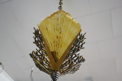 CIRCA 1920s FRENCH ART DECO BRONZE & AMBER ART GLASS SLIP SHADE