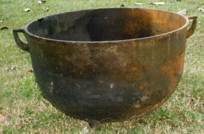 antique large m 20 gallon cast iron pot handle footed cauldron black farm pot ebay. Black Bedroom Furniture Sets. Home Design Ideas