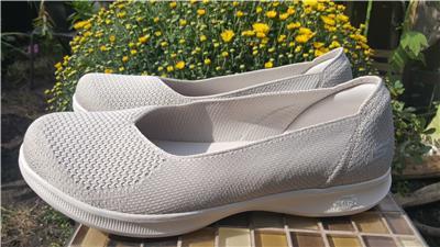 Details zu NEW SKECHERS Goga Mat Moonlight Comfort Ballet Flat Slip On Shoes Sz 10 NATURAL
