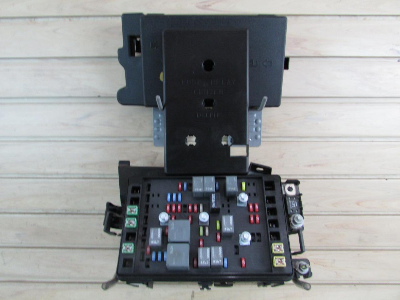03 04 Chevrolet SSR - Engine Fuse Block Relay Box - 5.3L - P/N 15106508