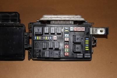 2006 dodge magnum charger, chrysler 300c tipm fuse box ... 2008 dodge charger fuse box under hood street rod fuse box under hood #12