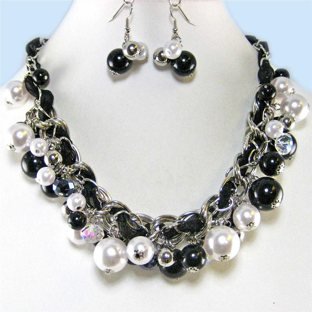 CHUNKY BLACK WHITE PEARL CRYSTAL DANGLE NECKLACE SET