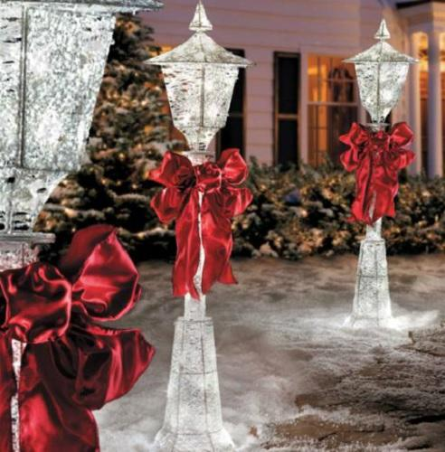 4 FOOT Lighted CHRISTMAS VICTORIAN LAMP POST WITH BOW