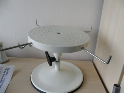 cake decorating turntable a quality gt10 revolving amp tilting cake decorating 2217