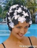 Шапочка для плавания женская резиновая с цветами.