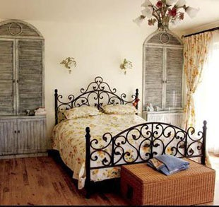 This Is A Gorgeous American Country Style Hand Forged Iron King Size Bed Every Scroll And Solid Casting Ornament Manifest Charming Elegant Designs
