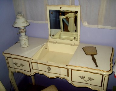 Vintage Shabby Chic Bedroom Set French Provincial 7 Piece