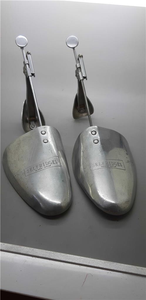 """Fornito Vintage Anni 1930 In Alluminio """"selfridges"""" Pieghevole Metallo Alberi Di Scarpe 9 X 10 M-mostra Il Titolo Originale Colori Fantasiosi"""