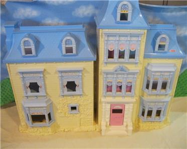 Loving Family Christmas Dollhouse