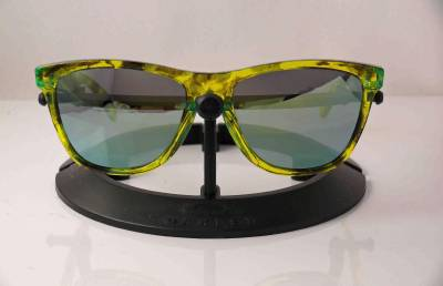 1ad932d2f1 LIMITED RELEASE. COLLECTORS EDITION. BRAND NEW. OAKLEY. FROGSKINS. ACID  GREEN TORTOISE FRAME