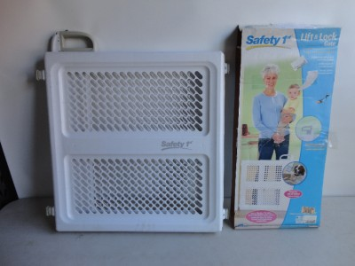 Safety 1st Lift Lock And Swing Gate Ebay