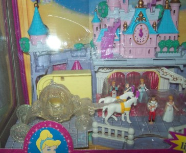 Polly Pocket Disney Tiny Collection Cinderella Enchanted
