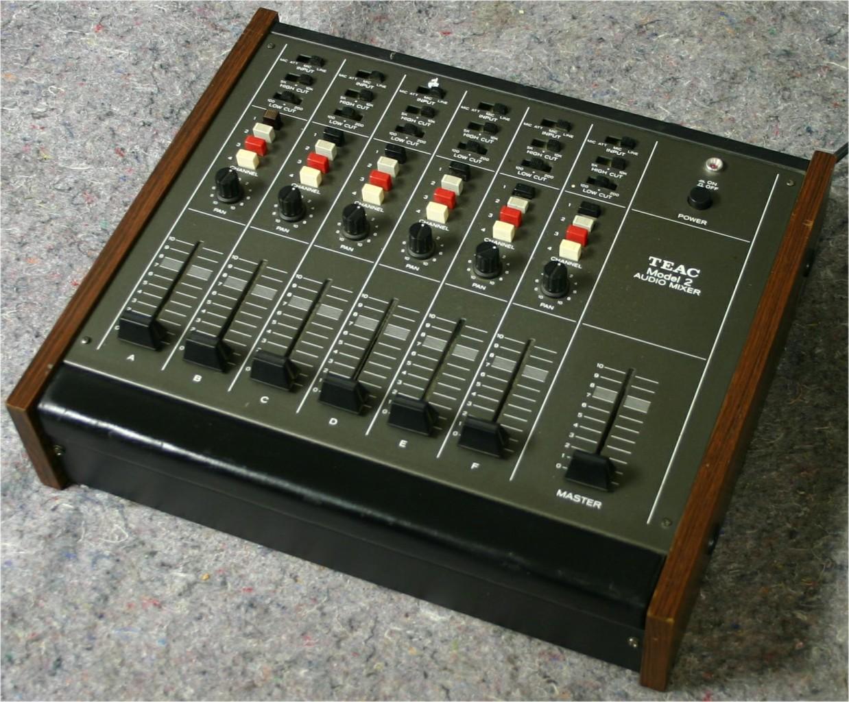 table de mixage model 1