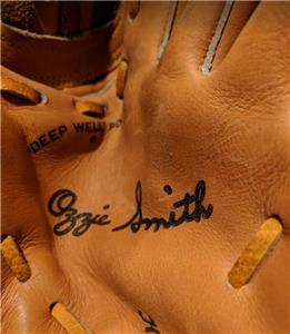Composite Bats VINTAGE RAWLINGS Right Handed Baseball Softball Glove Ozzie Smith 6592