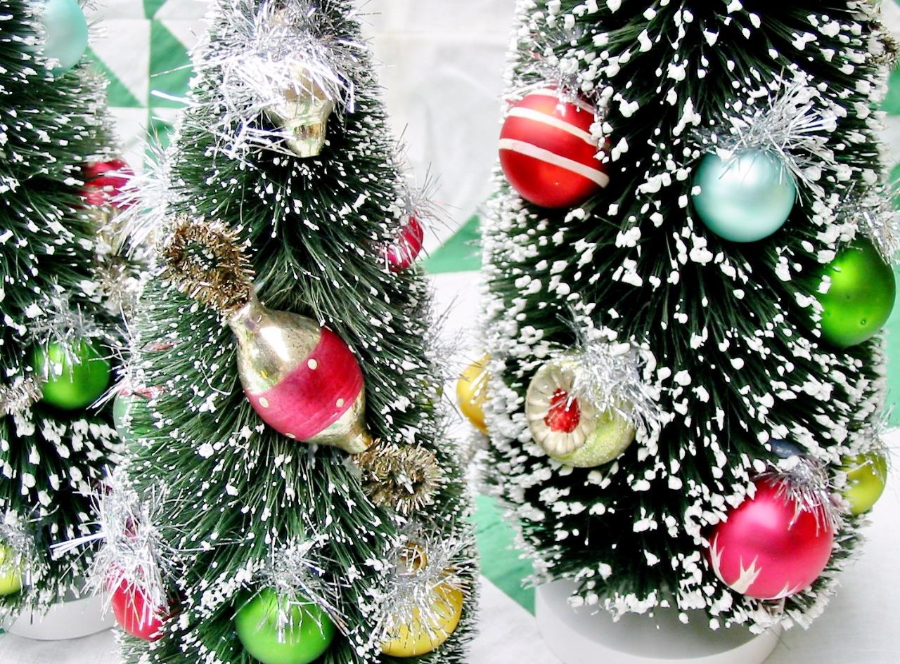 Christmas Set Bottle Brush Trees with Old Fashioned Ornaments ...