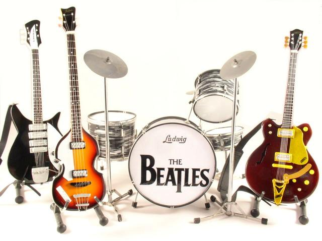 the beatles miniature guitars and drum mega set ebay. Black Bedroom Furniture Sets. Home Design Ideas