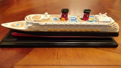 new official genuine disney cruise line dcl scale model ship replica magic ebay. Black Bedroom Furniture Sets. Home Design Ideas