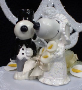 charlie brown wedding cake topper snoopy peanut wedding cake topper 2 hearts 12505