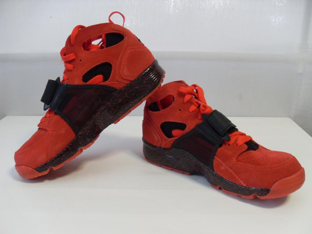 nike air trainer huarache red