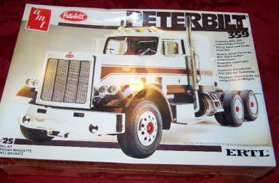 359 SEMI TRUCK VINTAGE PLASTIC MODEL KIT AMT ERTL 1/25 SCALE