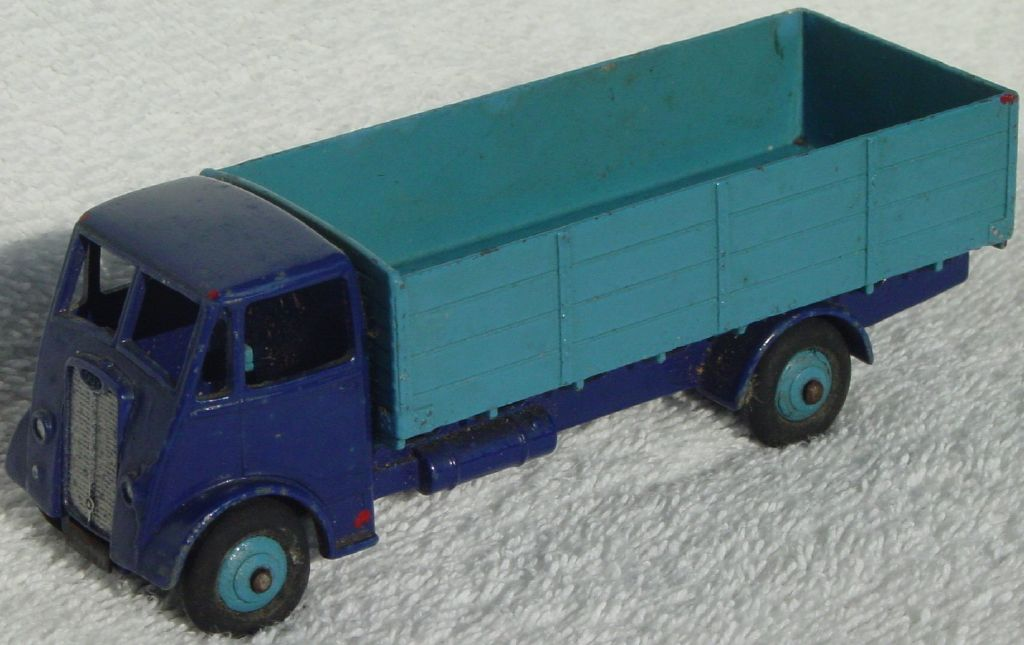Dinky 511 - Guy 4-ton Lorry dark Blue and light Blue 1st Cab