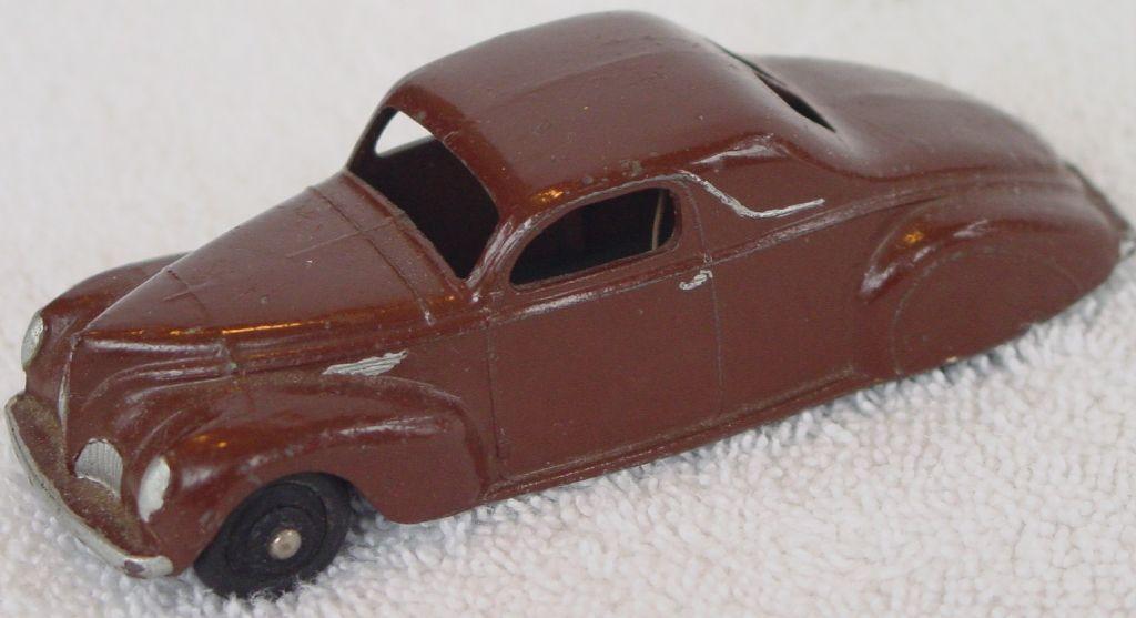 Dinky 39 C - Lincoln Zepher Brown black wheels 1 flat
