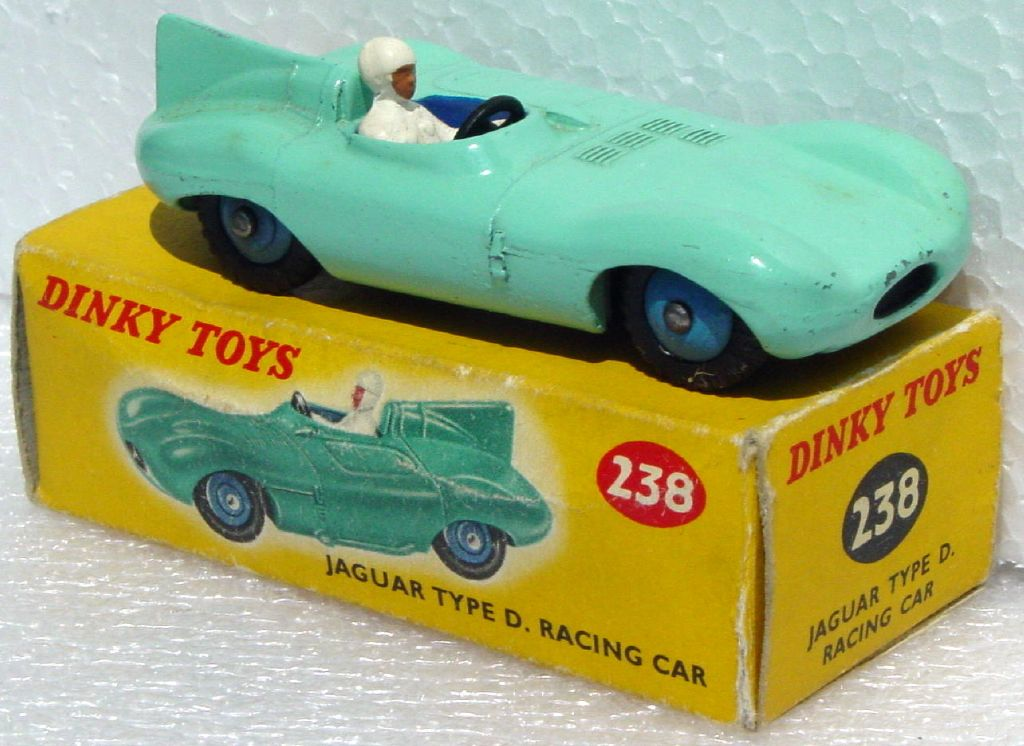Dinky 238 - D Type Jaguar Turquoise blue hubs Very Near Mint C9- -1 inner flap