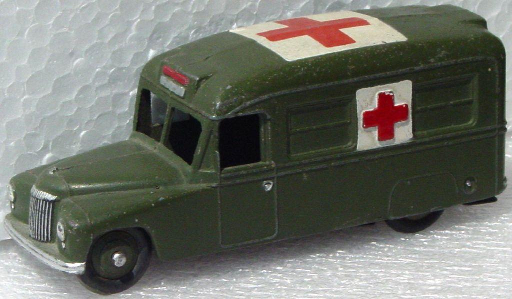 Dinky 624 - Daimler Ambulance Olivery slightlyight bent base