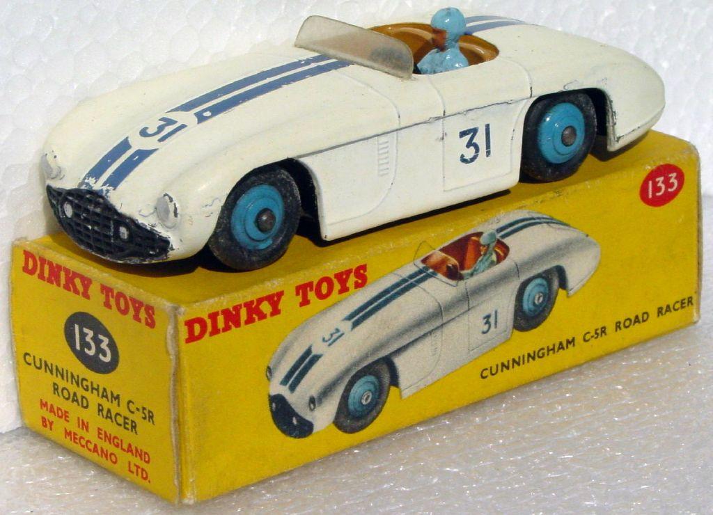 Dinky 133 - Cunningham off-White 31 C9+ box