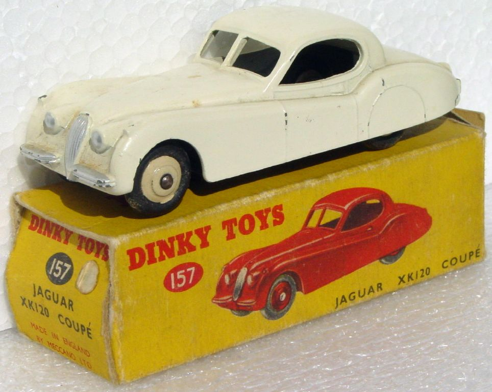 Dinky 157 - Jaguar XK120 White C8.5 box -1 flap