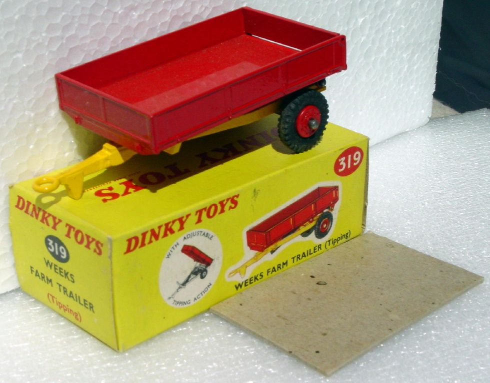 Dinky 319 - Weeks Tipping Trailer plain bed plastic wheels C9.5 box