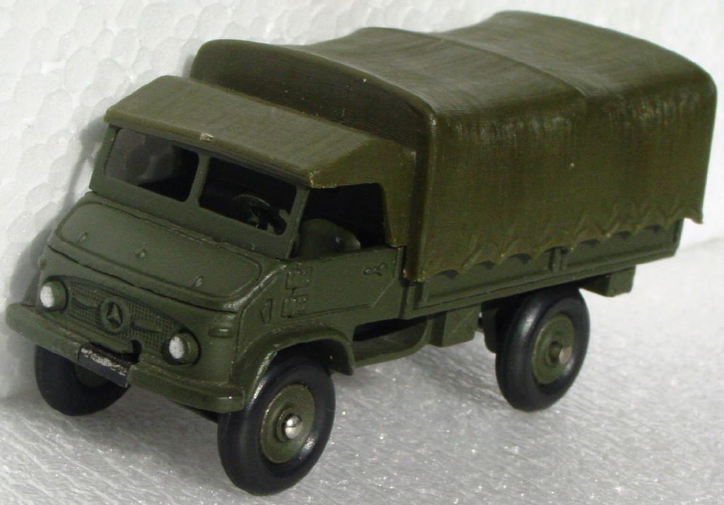 Dinky 821 - Mercedes Benz Unimog (Military) 3 chips