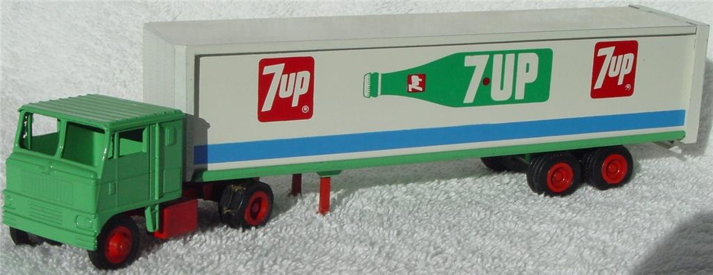 Winross - White 7000 7-Up Green/White/Red 1975