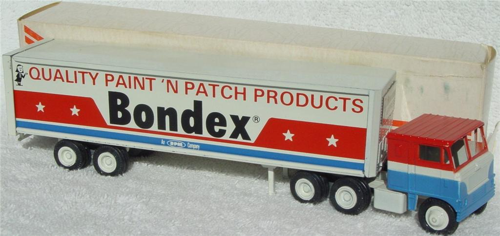 Winross - White 7000 Bondex White and Red and Blue thin box 1976